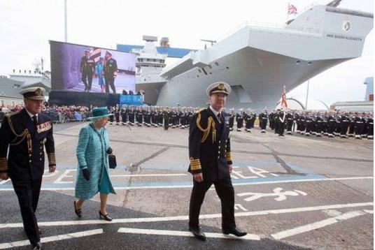 Најголемиот британски носач на авиони  Кралица Елизабета  исплови за првпат