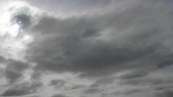 Променливо облачно со ветер и повремен дожд
