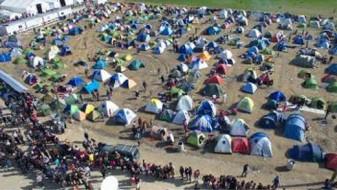 Грција ги празни импровизираните мигрантски кампови