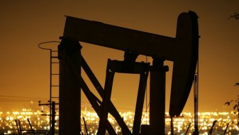 Растот на американските резерви ги запре цените на нафтата