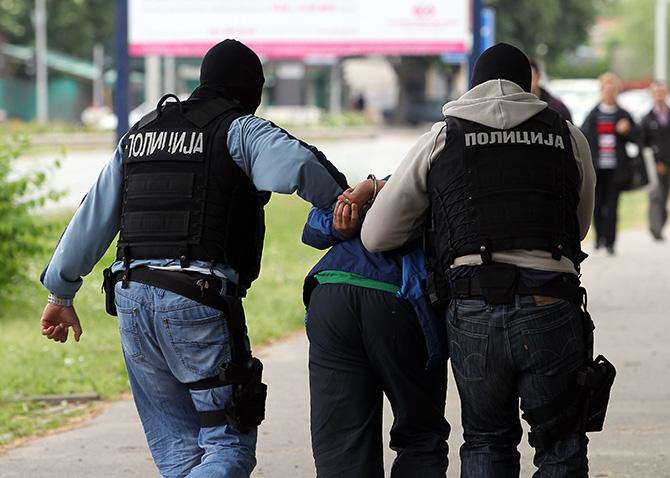 Суспендирани двајца полицајци, претепале крадец во Лептокарија