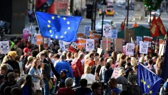 Граѓаните излегоа на протести во Лондон, бараа оставка од Тереза Меј