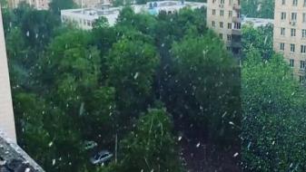 (ВИДЕО) Снег во Москва, торнада  во Самара во Русија