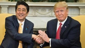 Трамп и Абе разговараа за заканата од Северна Кореја