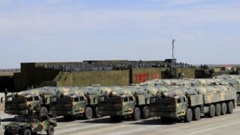 (ВИДЕО) Кина ја покажа својата моќ: Стотици борбени возила и 12.000 војници учествуваа на воена парада