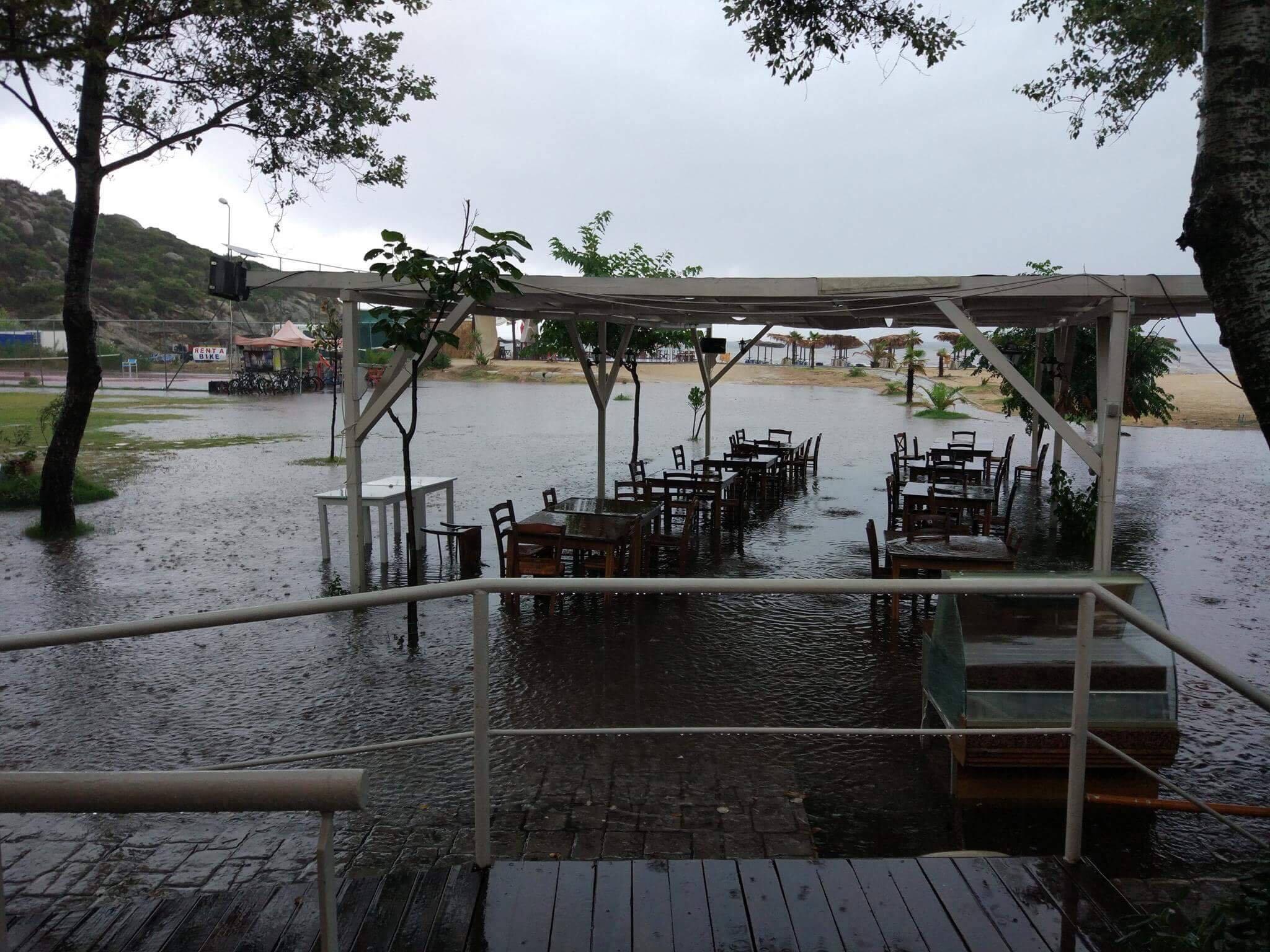 Македонски туристи заглавени во поплавите во Грција