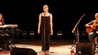 (ВИДЕО) Француска пејачка почина среде настап