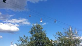 (ВИДЕО) Драматично спасување на заглавени туристи на жичарница во Келн над Рајна
