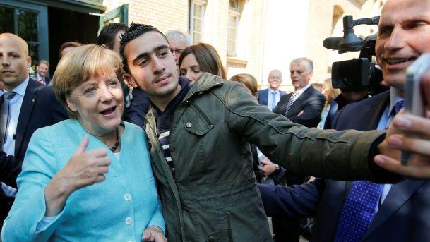Меркел против лимитирање на бројот на бегалци во Германија