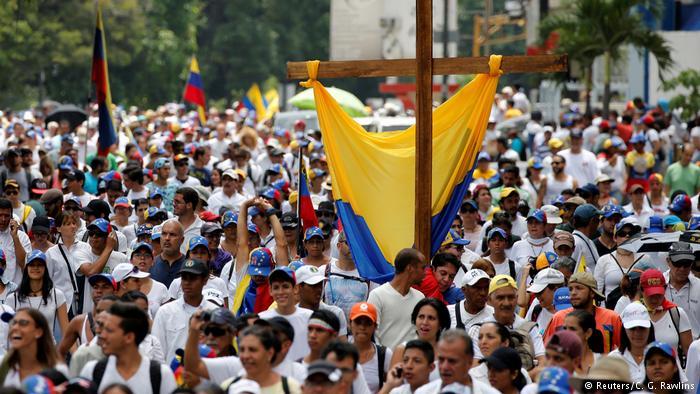 Опозицијата му пркоси на Мадуро   референдум за измените на Уставот
