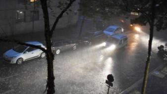 """Рекордно количество дожд го """"потопи"""" Париз"""