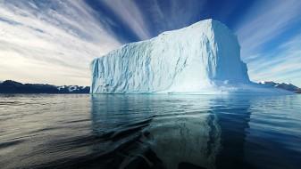 Мразот на Гренланд добива нова боја, научниците се загрижени