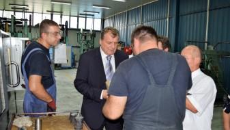 """Министерот Шапуриќ во посета на компанијата """"Ариљеметал"""""""
