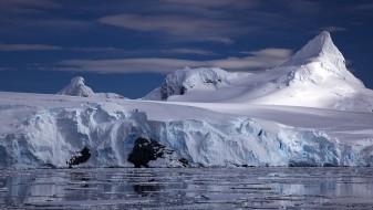 Се одвои огромен леден брег од Антарктикот