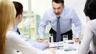 Три правила како да преживеете со шеф психопат
