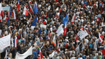 Битка за демократијата пред полскиот парламент