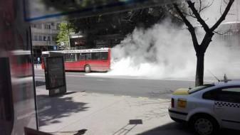 Во центарот на Скопје: Запален автобус
