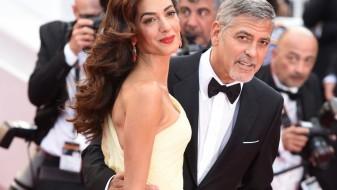 Џорџ и Амел Клуни во Милано со близнаците
