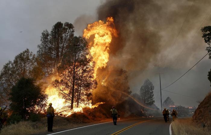 Шумки пожар дивее во Калифорнија