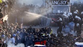 Продолжени жестоките судири меѓу полицијата и демонстрантите во Хамбург