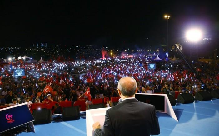 """Зборовите на Ердоган за """"сечење глави"""" го смрзнаа светот"""