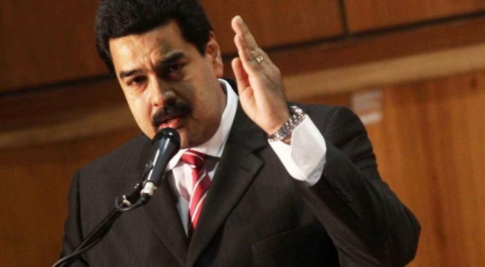 Со референдум против новиот Устав на Мадуро