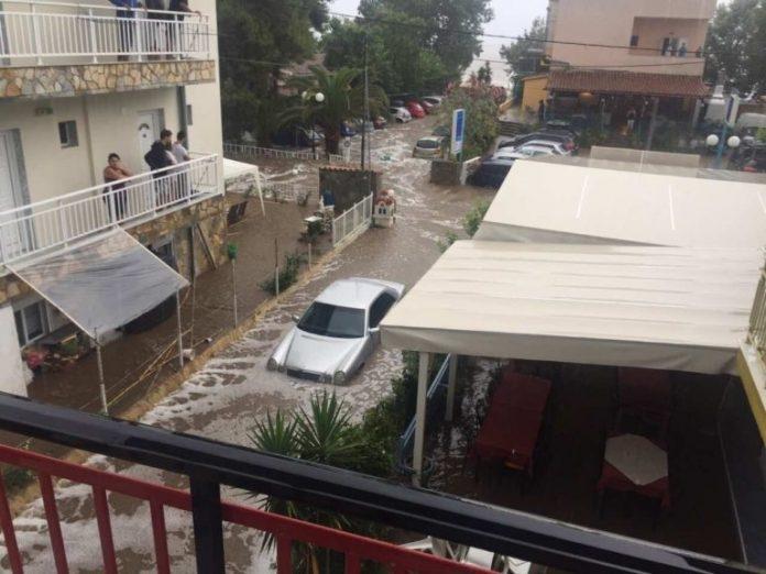 (ВИДЕО) Поплава на Халкидики, се евакуирале туристи