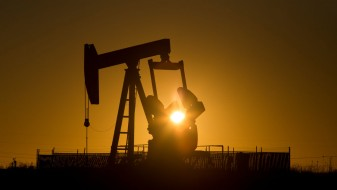 Цените на нафтата зацврстени над 49 долари
