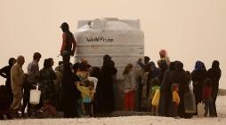 """Над 200 илјади луѓе побегнале од """"престолнината"""" на Исламска држава – Рака"""