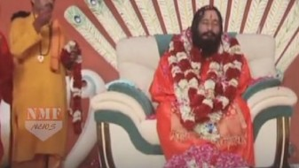 Индија: Судот дозволи телото на духовниот водач Махараџ да се чува во ладилник
