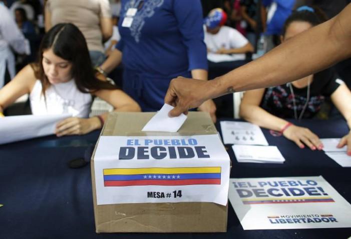 Венецуела: Повеќе од 7 милиони луѓе гласале против Мадуро