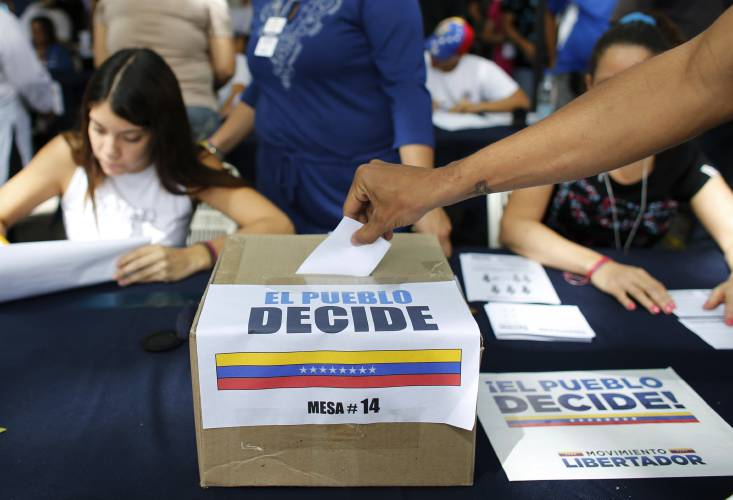 Венецуела  Повеќе од 7 милиони луѓе гласале против Мадуро