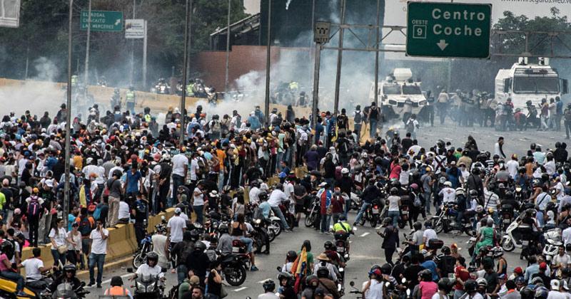 Опозицијата во Венецуела повика на ескалација на протестите