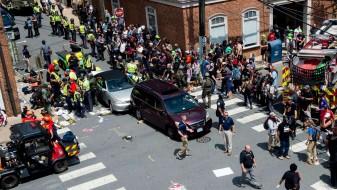 """""""Фејсбук"""" им ги избриша профилите на учесниците на десничарскиот собир во Вирџинија"""