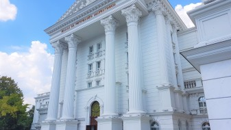 30-ина луѓе во шест тима се задолжени за односи со јавност во Владата