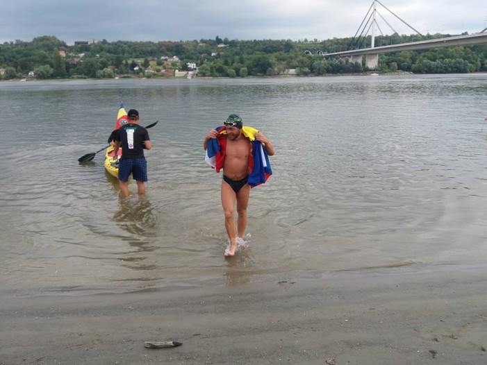 Речиси е до самиот крај: Романец со пливање по Дунав ќе ја обиколи Европа