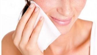 Влажните марамчиња не се препорачливи за да ја извадите шминката