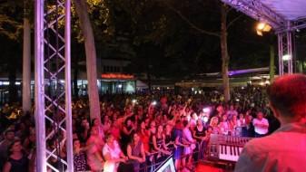 """Започна """"Супер Скопје"""" – на првиот настан неколку илјади скопјани"""