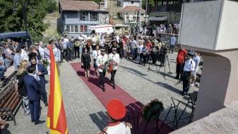 Положено свежо цвеќе во спомен на загинатите припадници на АРМ кај Љуботенски Бачила