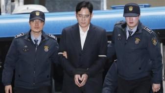 """Првиот човек на """"Самсунг"""" осуден на 5 години затвор поради корупција"""