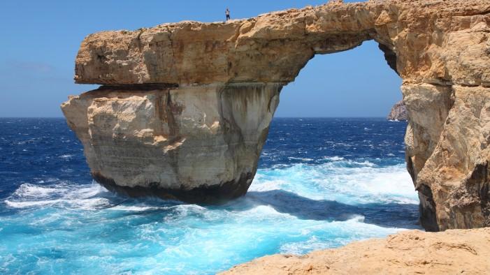 (ВИДЕО) Нуркач го сними Азурниот прозорец, најпознатата карпа на Малта, која се сруши во морето