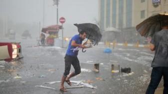 (ВИДЕО) Невидено невреме го зафати Истанбул, поплавени се повеќе делови од градот