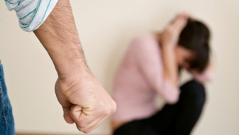 Велешанец ја претепал сопругата со телефон по глава