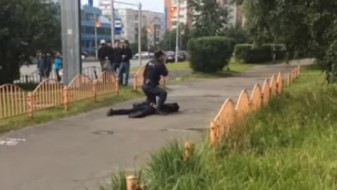 Осуммина повредени во напад со нож во рускиот град Сургут, напаѓачот убиен