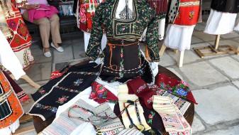 """Се одржа ревија на народни носии во """"Св. Спас"""""""