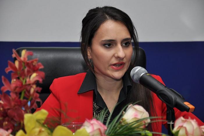 Суспендирана ексдиректорката на скопската Агенција за вработување  – пазарувала по маркети на државен трошок