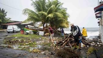 Во ураганот Марија на Доминика загинаа 15 луѓе