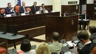 Законот за употреба на јазиците пред Комисијата за европски прашања