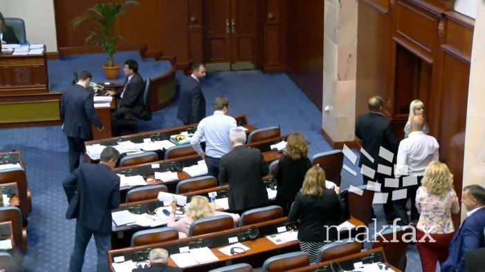 ВМРО-ДПМНЕ побара предлог-законот за јазици да се тргне од собраниска седница