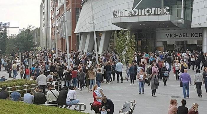 (ВИДЕО)(ФОТО) Во Москва евакуирани над 10.000 луѓе поради дојава за бомбшки напади